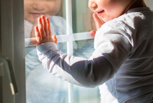 В Пинске из окна выпал шестилетний мальчик. Он в реанимации