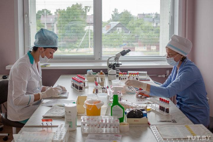 Сдачу крови в Беларуси хотят перевести на безвозмездную основу. Что это значит для доноров?