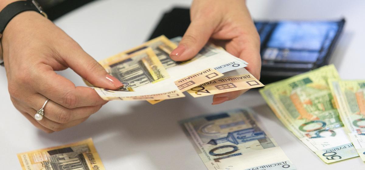 В Беларуси повысят зарплаты работников бюджетной сферы и тарифную ставку первого разряда