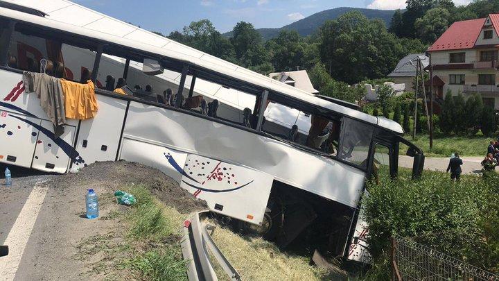 В Польше школьный автобус столкнулся с фурой, пострадали более 40 детей