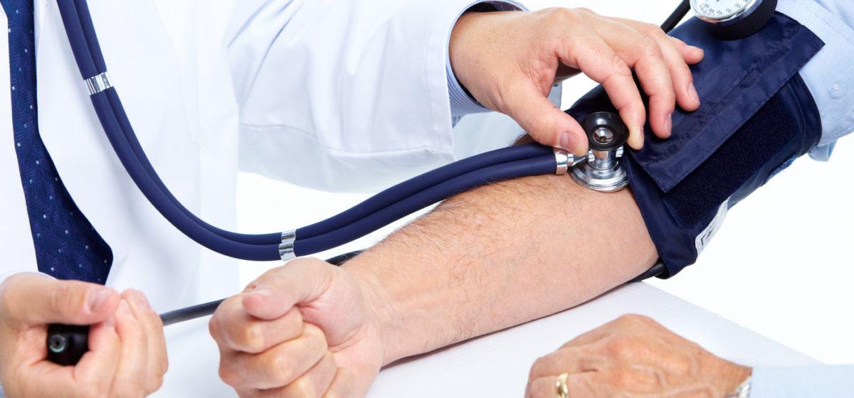 В барановичской аптеке бесплатно измеряют давление и расскажут, как сохранить сердце здоровым