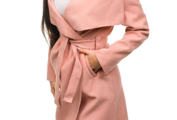 Женское пальто в повседневном образе