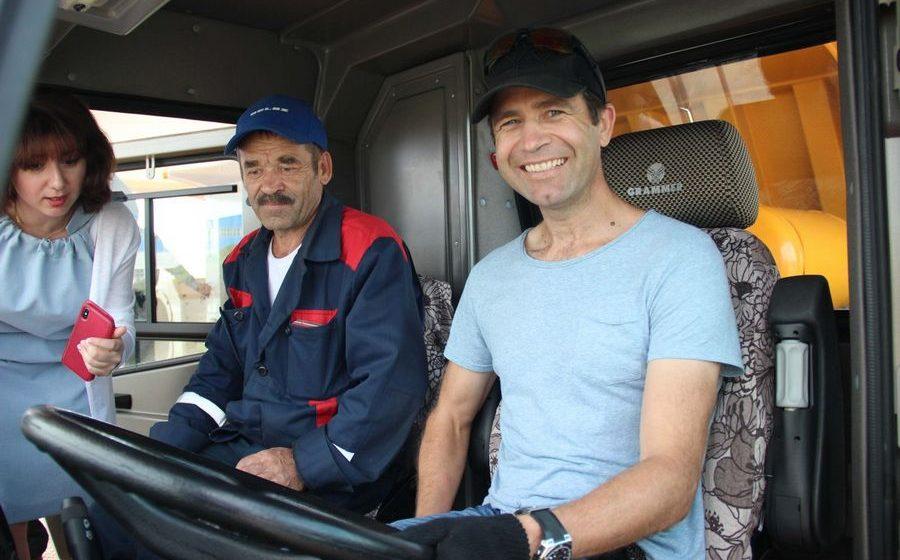 Домрачева и Бьорндален проехали на 450-тонном БЕЛАЗе