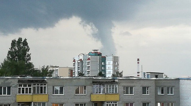 Фотофакт. Жители Лиды увидели небольшой торнадо