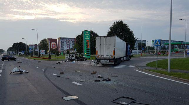 Страшная авария в Смолевичском районе: иномарка врезалась в фуру. Один человек погиб