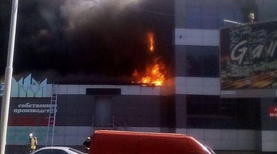 В Краснодаре горел торговый центр, есть пострадавшие