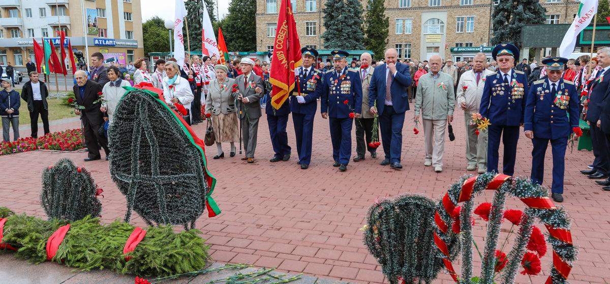 В Барановичах прошел митинг в честь Дня Независимости. Фоторепортаж