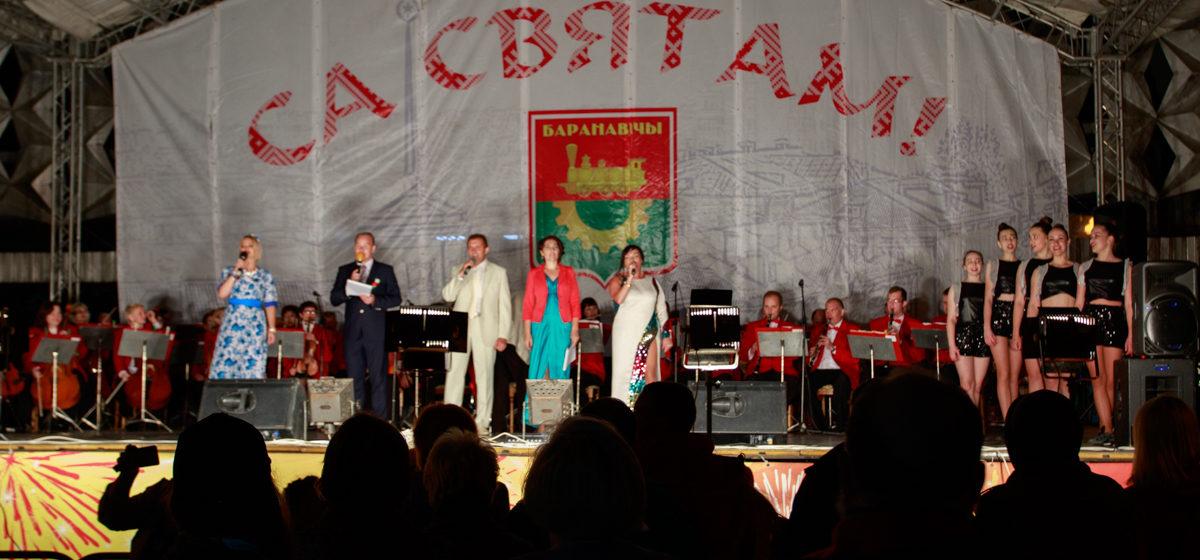 Праздничный концерт и видео салюта в Барановичах в День Независимости