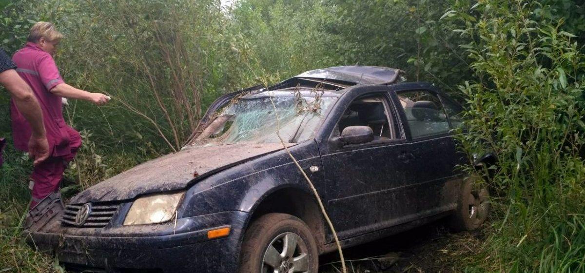 В Зельвенском районе обнаружили разбитую машину,  рядом — труп водителя. С момента ДТП прошло почти два дня