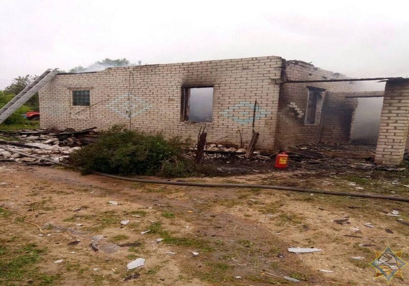 Пока мама пила: в Поставском районе 9-летняя девочка спасла на пожаре четырех младших братьев и сестер, один ребенок погиб