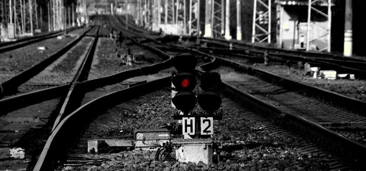 Под Бобруйском пьяный мужчина спал на шпалах, над ним проехал поезд