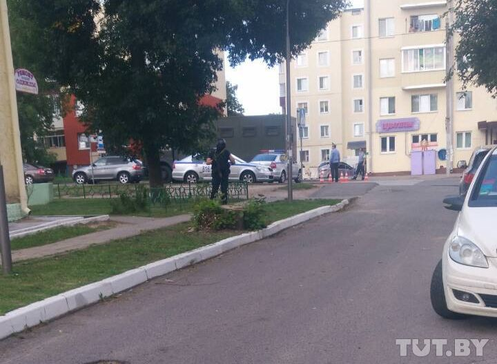 В заславском банке женщину взяли в заложники (фото)