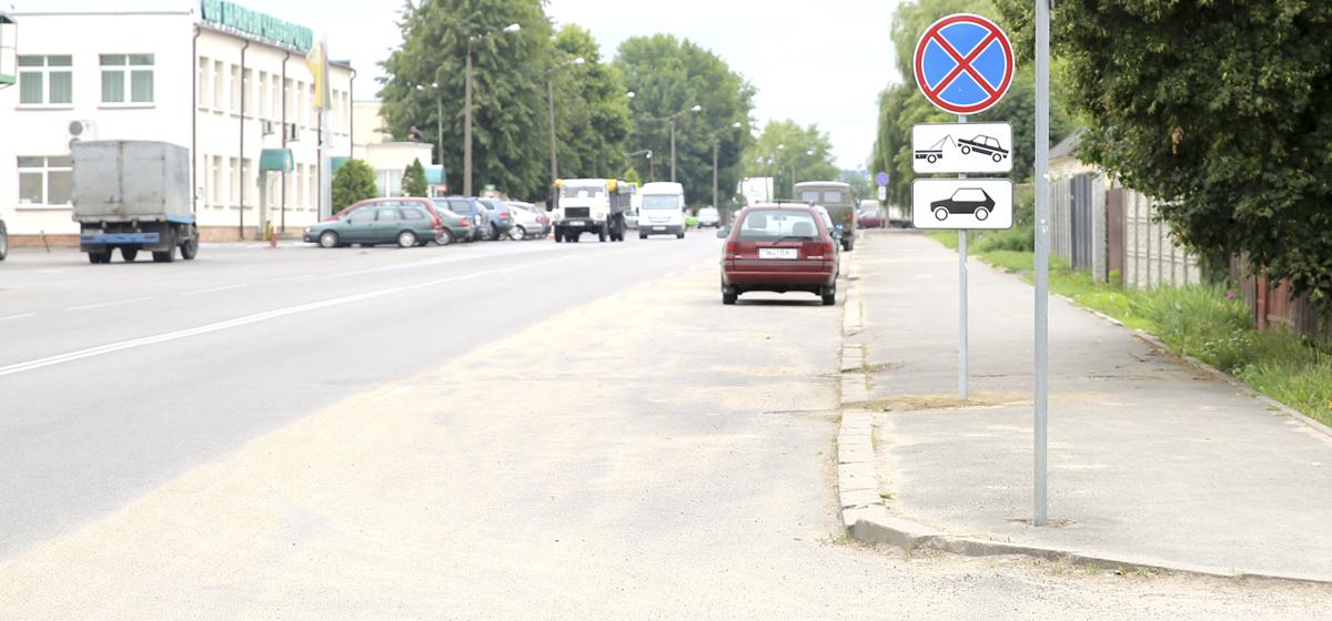 Фотофакт. В Барановичах у мелькомбината запретили стоянку легковых автомобилей