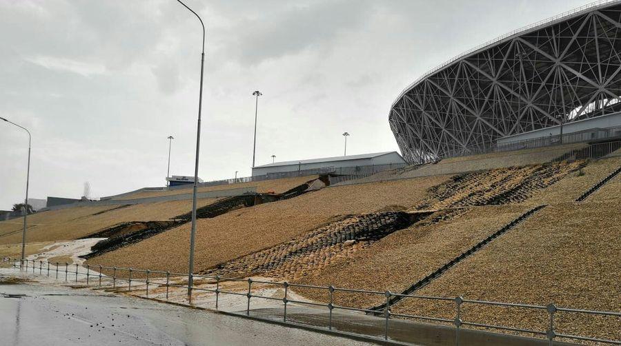Стадион чемпионата мира в Волгограде размыло после дождя (видео)