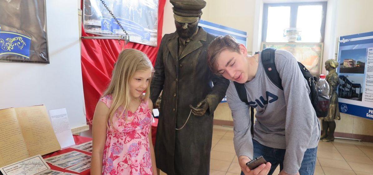 Фоторепортаж. В Барановичах на Полесском вокзале открылся фестиваль музеев железнодорожной техники