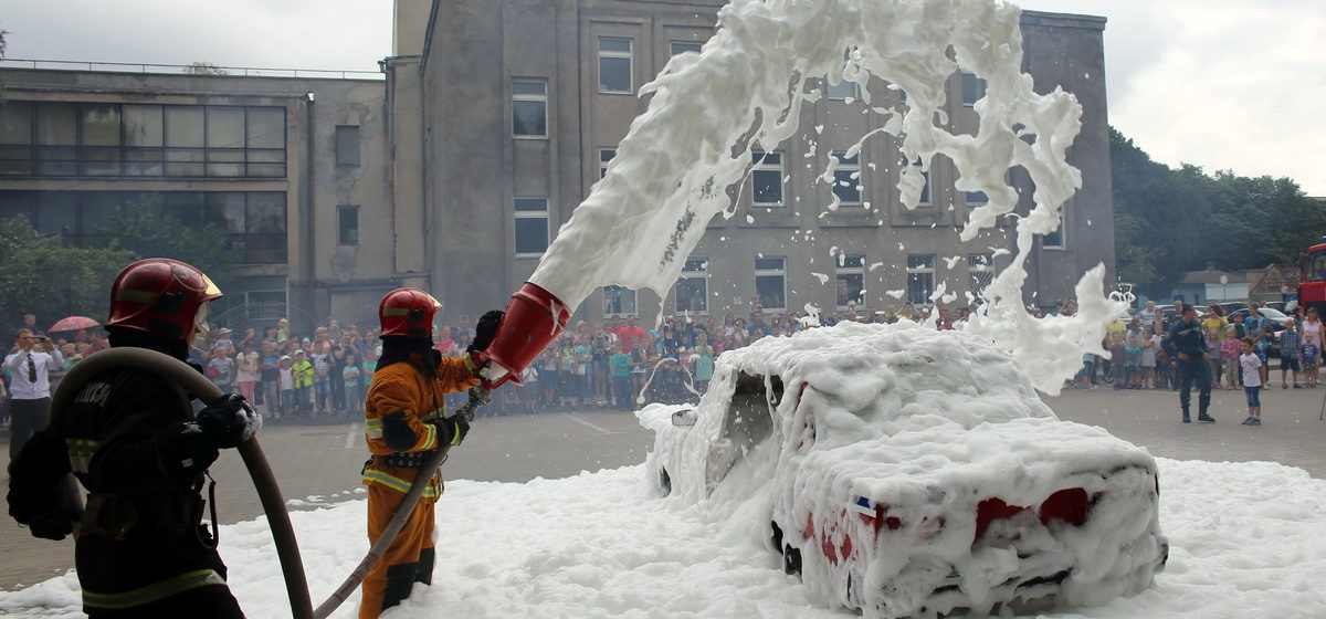 Все в пене. Барановичские спасатели устроили для горожан праздник
