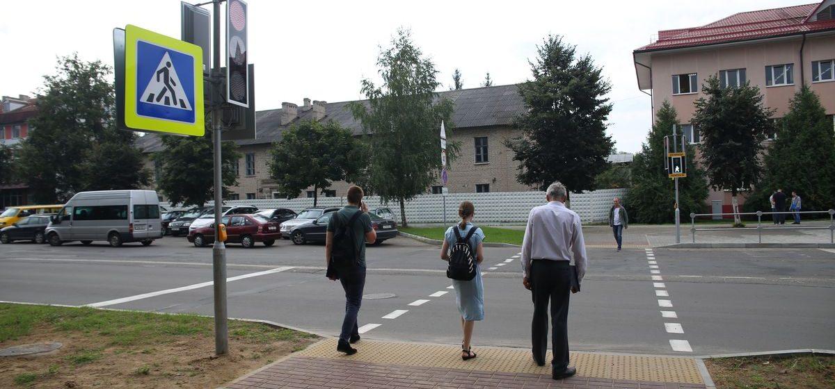 В Барановичах начал работать светофор с кнопкой для пешеходов