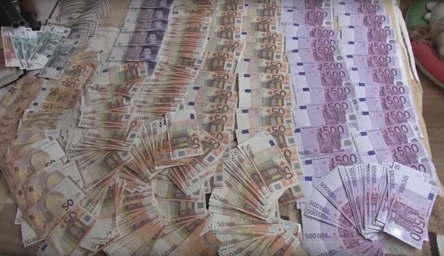 КГБ опубликовал видео обысков у чиновников медицины, которых обвиняют в коррупции