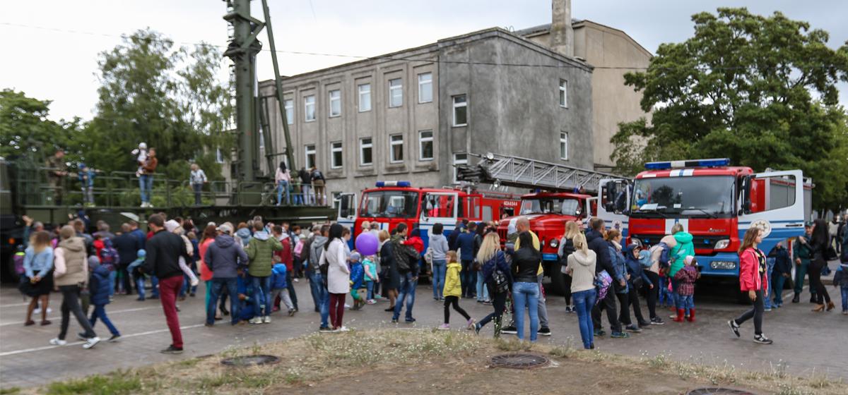 В Барановичах прошли показательные выступления МЧС и войсковой части 7404