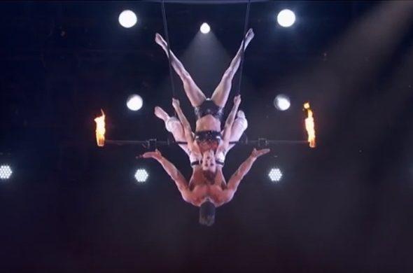 Акробат уронил жену во время выполнения сложного трюка на телевизионном шоу. Видео
