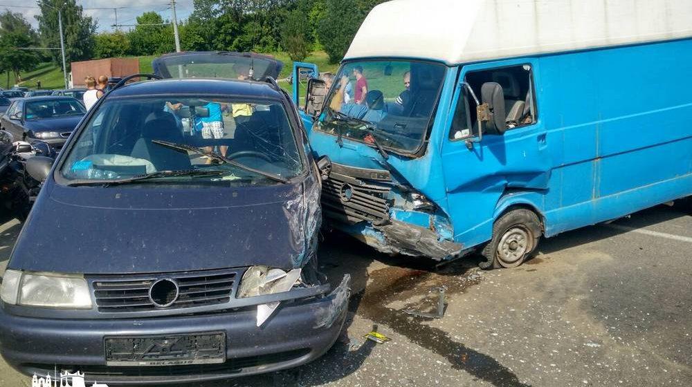 В Гродно на автомагистрали столкнулись сразу пять машин