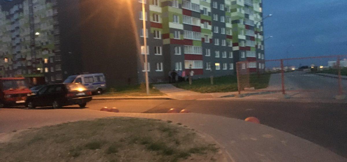 В Минске с седьмого этажа выпал пятилетний ребенок, его поймали одеялами соседи