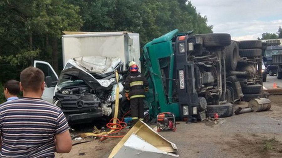 В Пуховичском районе с фуры упала бетонная плита на кабину грузовика, водитель погиб