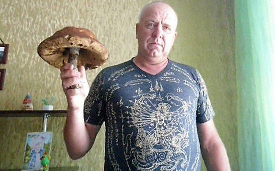 Фотофакт. В Ивьевском районе мужчина нашел подберезовик, который весит почти килограмм