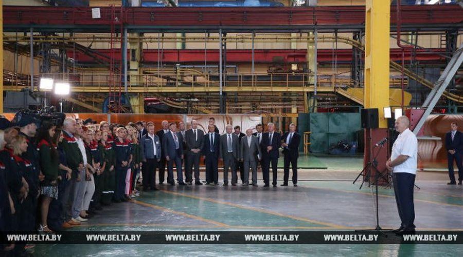Лукашенко: «Россияне ведут себя варварски по отношению к нам, публично об этом говорю»