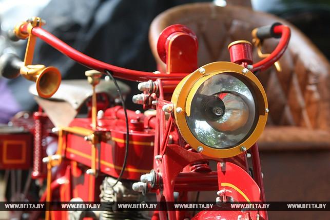 Житель Барановичей представил на байк-фестивале в Лиде уникальный мотоцикл