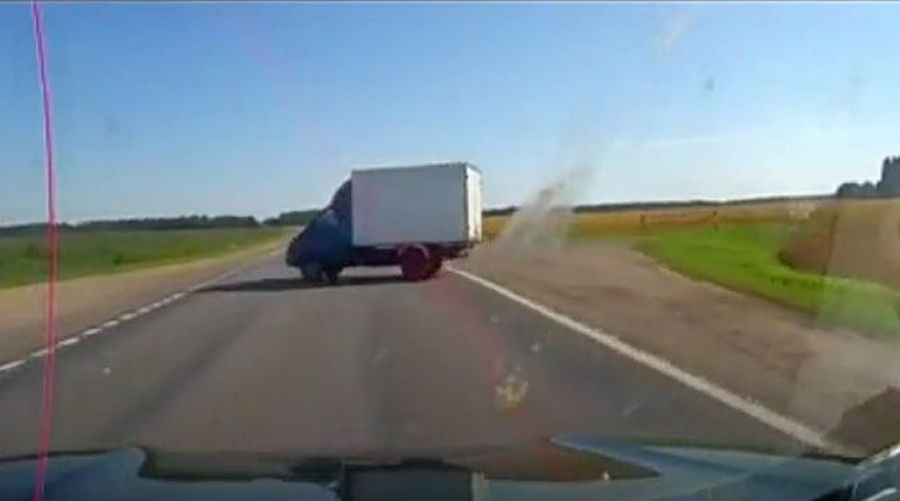 Под Оршей столкнулись два автомобиля — заживо сгорела женщина (видео)