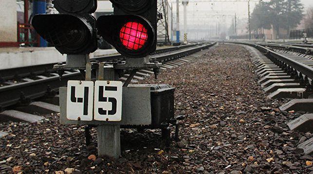 В Кобрине женщина хотела пролезть под поездом и погибла