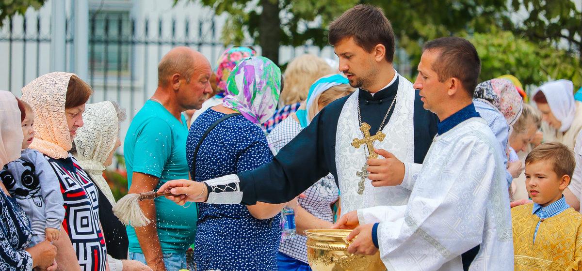 Фоторепортаж. Яблочный Спас празднуют в Барановичах