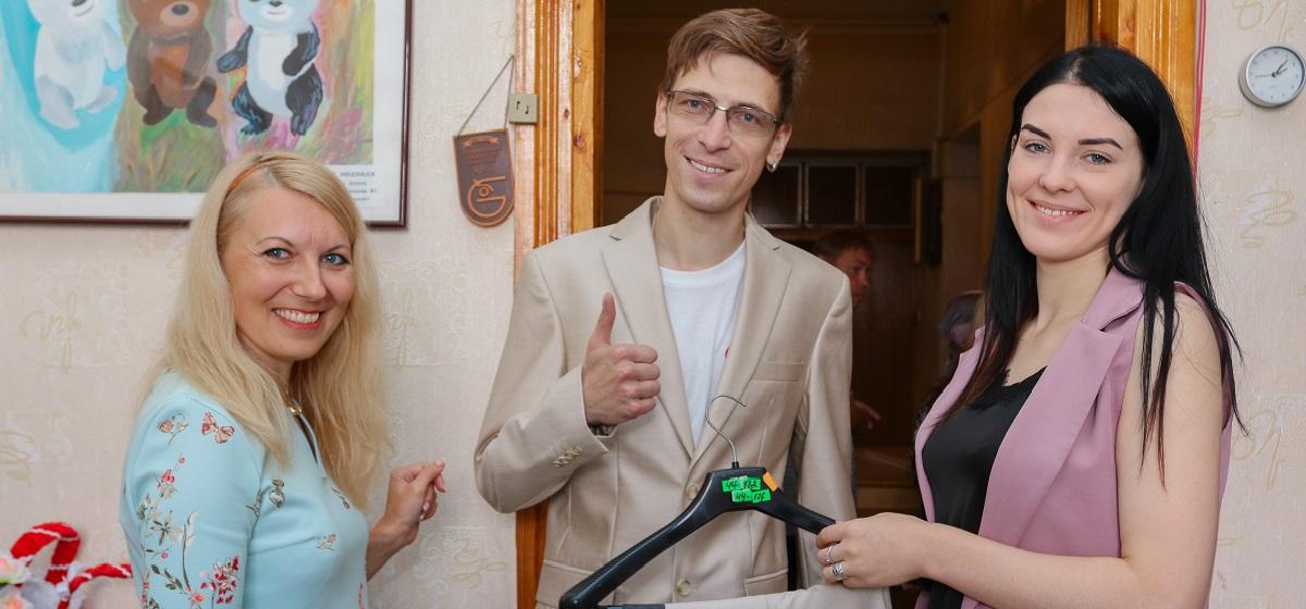 Редакция Intex-press совместно с магазином RESPEKT подарила мужчинам из «Общества инвалидов» костюмы