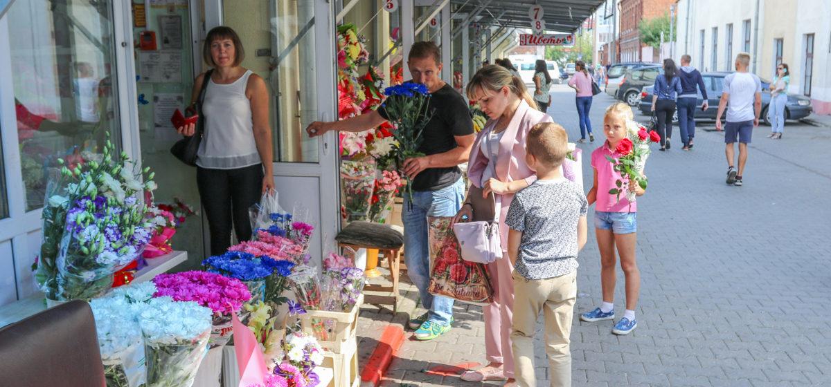 Как в Барановичах покупают цветы к 1 сентября