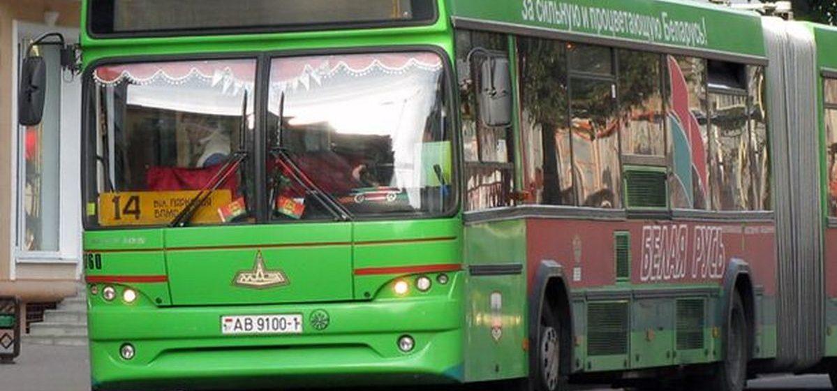 В Барановичах двое пьяных молодых людей за замечание в автобусе избили двух мужчин