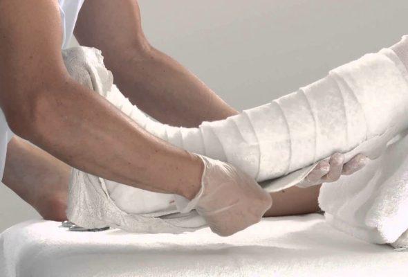 В Барановичх мужчина сломал женщине ногу, ударив ее тростью