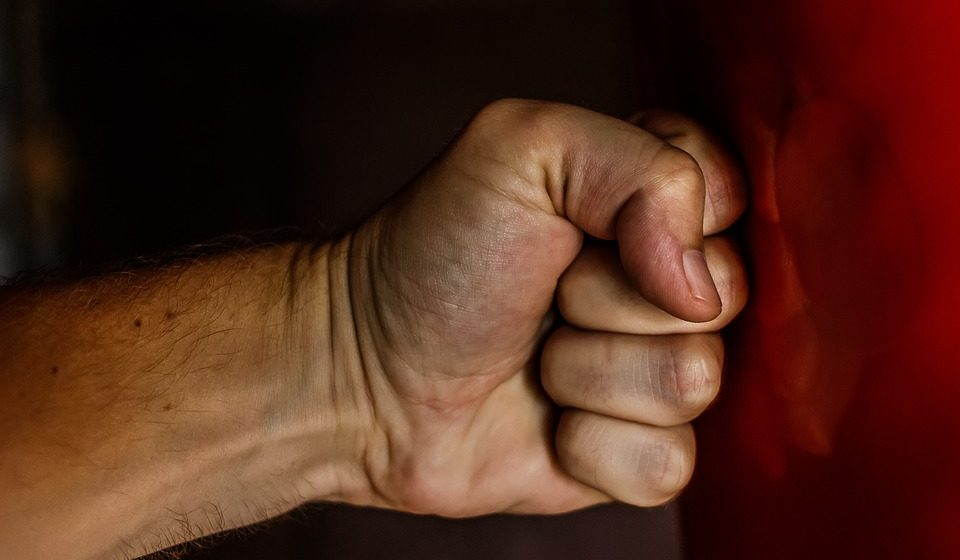 В Барановичах осудили хулигана: горожанин ошибся дверью, зашел в чужую квартиру и избил находившегося там мужчину
