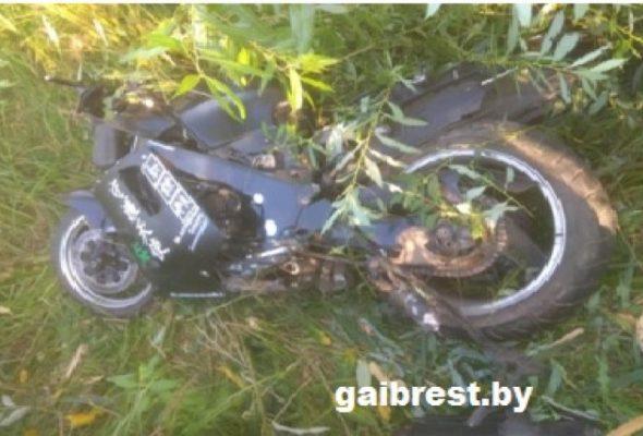 В Пинском районе мотоцикл вылетел в кювет и перевернулся, погиб пассажир