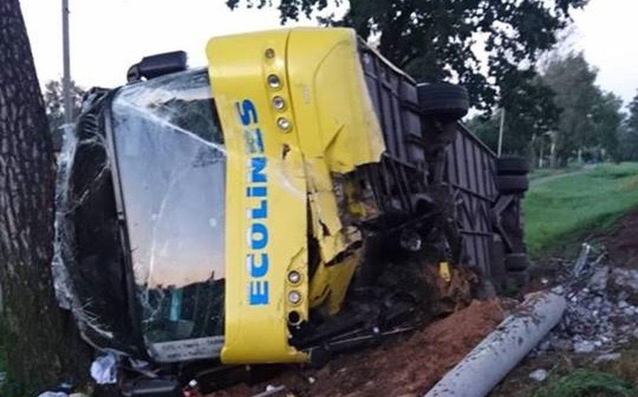 Под Оршей рейсовый автобус с туристами вылетел в кювет и перевернулся, есть пострадавшие