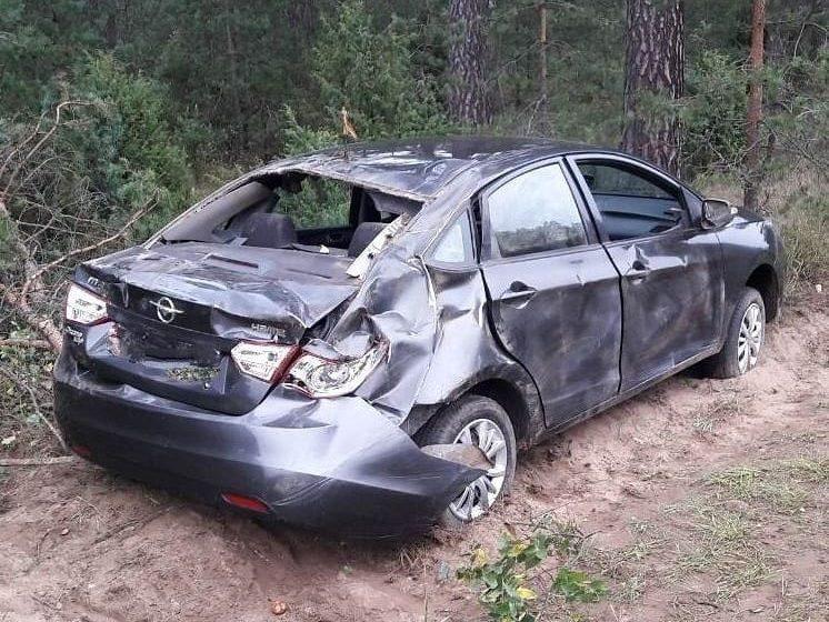 В Барановичском районе машина вылетела с трассы. Водитель уснул за рулем