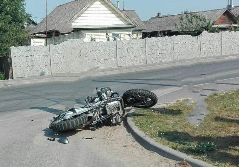 В Барановичах на перекрестке столкнулись автомобиль и мотоцикл
