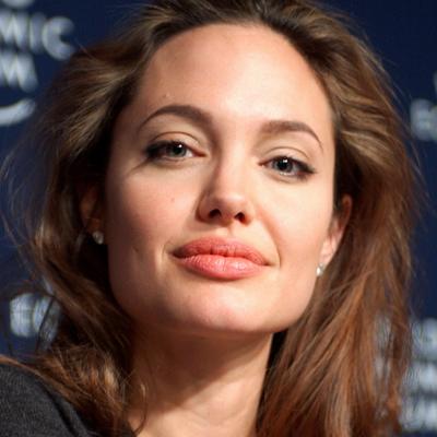 Анджелину Джоли экстренно доставили в психиатрическую клинику