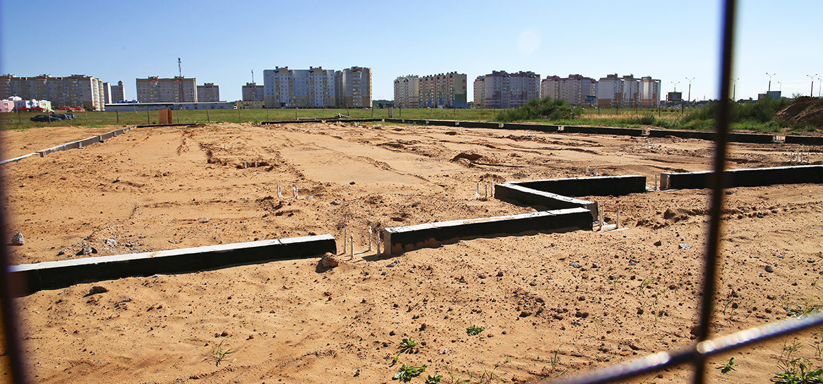 Участки для строительства аптеки, магазина и многофункционального здания сдают в аренду в Барановичах. Где они находятся?