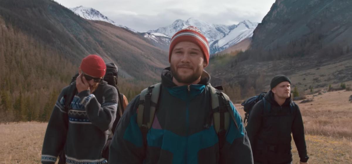 Макс Корж выпустил новый клип на песню  «Горы по колено»