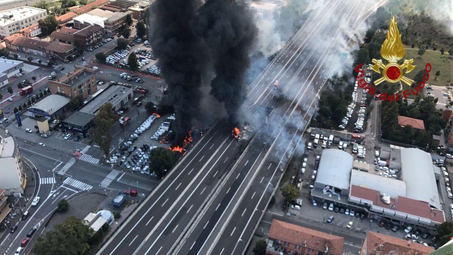 В Италии вблизи аэропорта взорвался бензовоз: пострадали более 60 человек, есть погибшие (фото/видео)