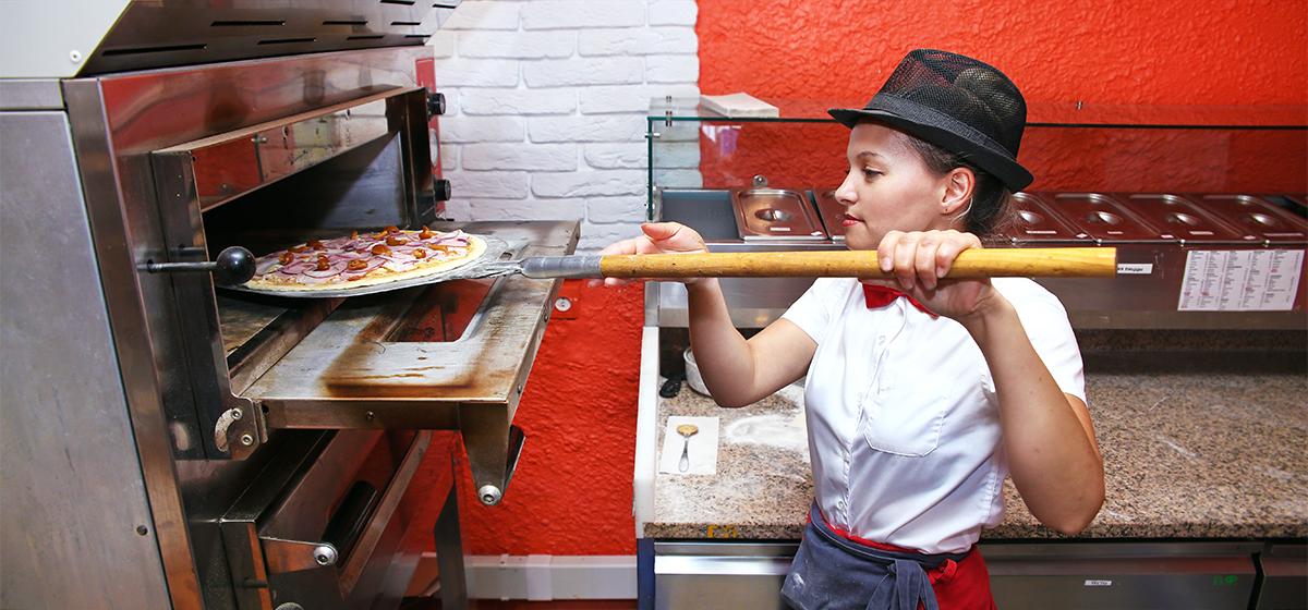 Как в «Центр суши» в Барановичах готовят суши и пиццу на вынос*