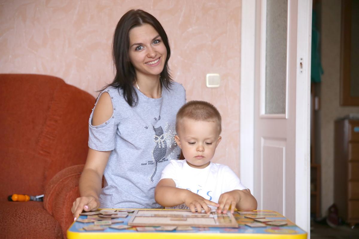 Маргарита Малечко с сыном Артемом. Фото: Евгений ТИХАНОВИЧ