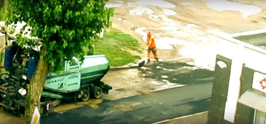 Наказали работников «Барановичиремстроя», которые производили укладку асфальта в лужу