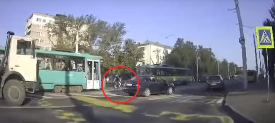 Видеофакт. В Минске трамвай сбил 31-летнюю девушку